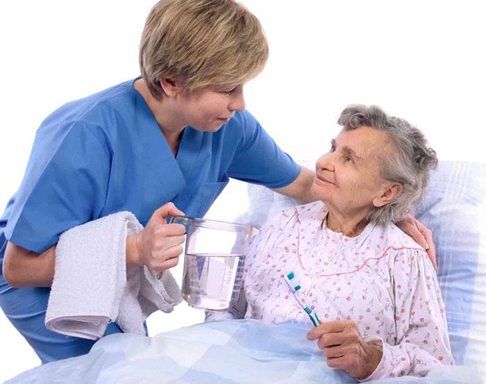 Khách hàng luôn tin tưởng sử dụng dịch vụ chăm sóc người bệnh tại bệnh viện của Trung tâm Giúp việc Hồng Doan