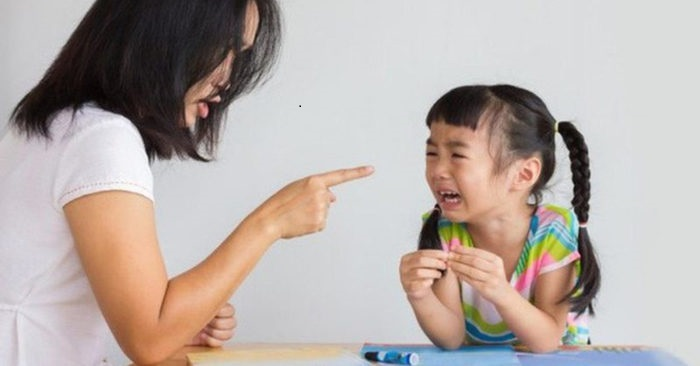 Giúp việc bạo hành trẻ em và các giải pháp