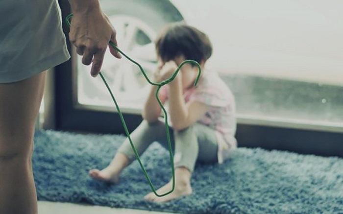 Giúp việc bạo hành trẻ em